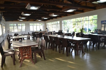 CALIRAYA ECOVILLE RECREATION AND FARM RESORT Dining
