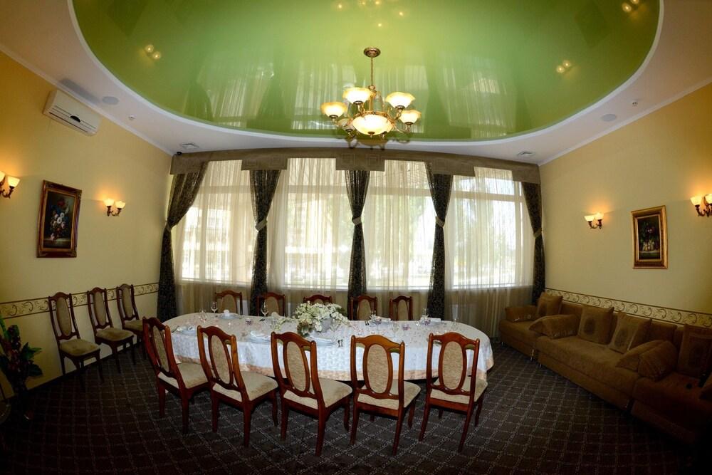 Отель «Эдем»