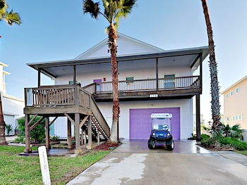 Beachy Keen Five Bedroom Home 2 7 Miles From Mustang Island