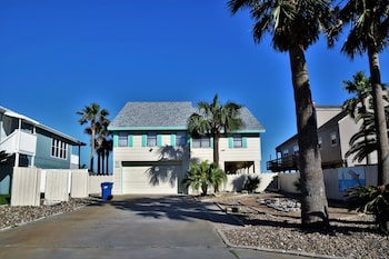 Dolphin House On The Beach - Four Bedroom Home