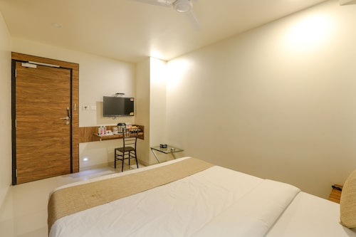 Hotel Limra, Surat