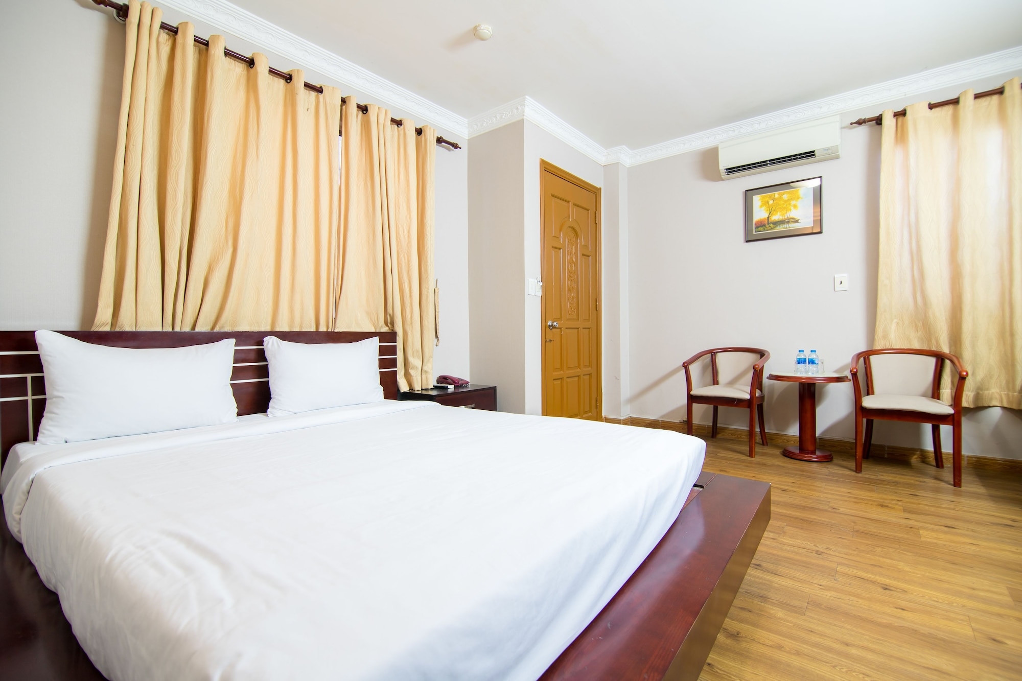 Quynh Giang Hotel, Tân Bình