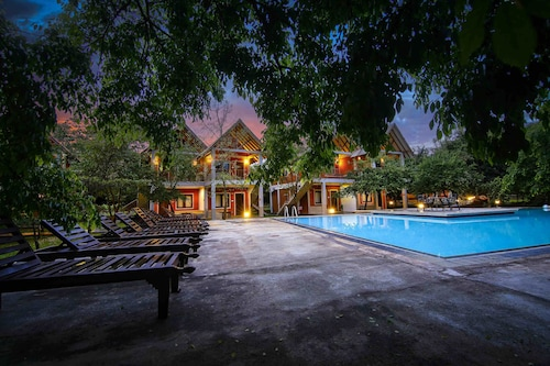 . Elephas Resort & Spa
