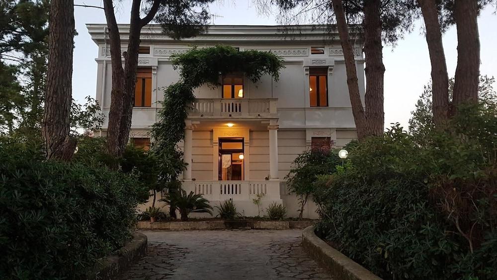 Villa Giordanelli, Featured Image