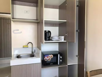 3315 URBAN DECA TOWER EDSA In-Room Kitchenette
