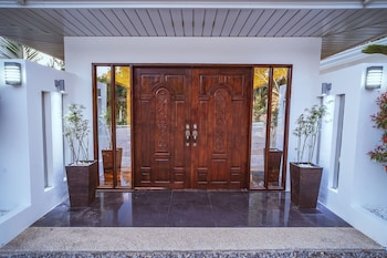 QUEST VILLA Hotel Entrance
