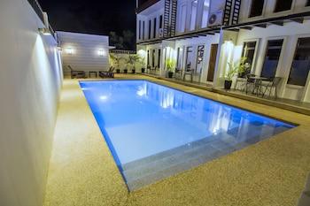 QUEST VILLA Outdoor Pool