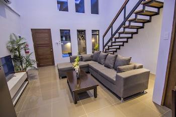 QUEST VILLA Living Area