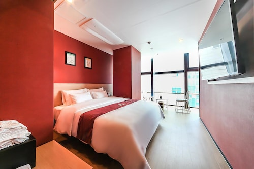 Hotel Ocean View, Suyeong