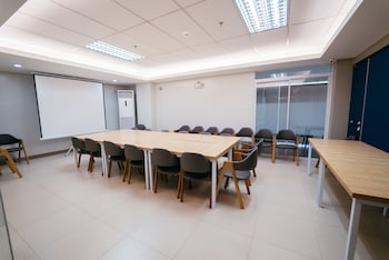HENIA HOTEL Meeting Facility