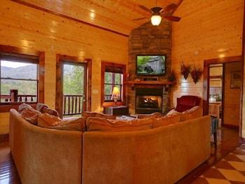 Mystical Creek Pool Lodge 600 - Six Bedroom Cabin