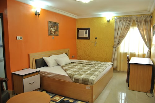 De Royal Legacy Hotel and Suites, Umuahia North