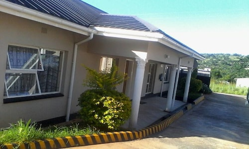 The Hive Guest House, Ngwenpisi
