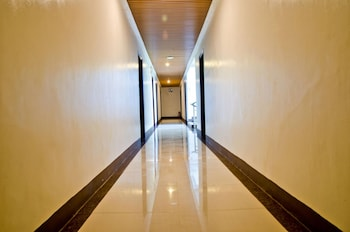 THE PREMIERE BUSINESS HOTEL Hallway