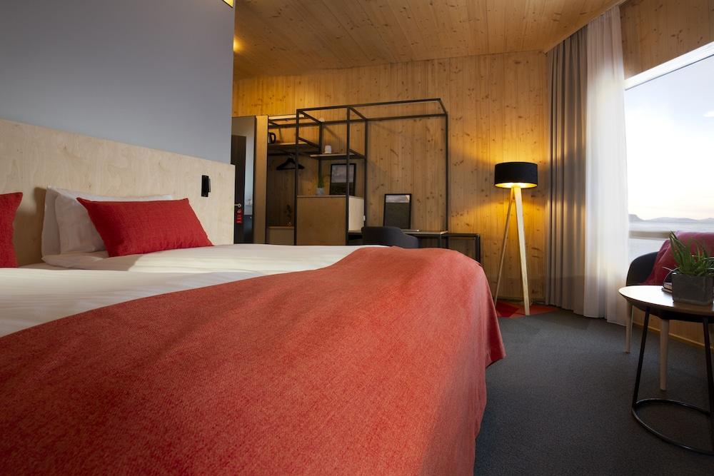https://i.travelapi.com/hotels/31000000/30070000/30060400/30060341/d3c2b8cb_z.jpg