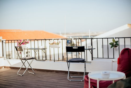 Deck Lodge, Peniche