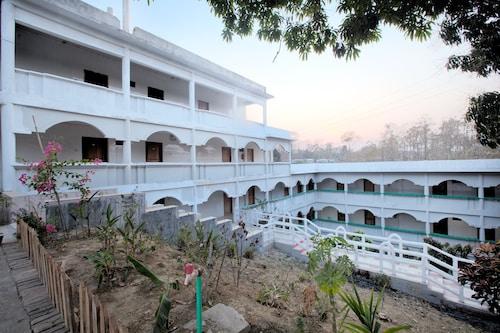 Hill Palace Resort, Bandarbon