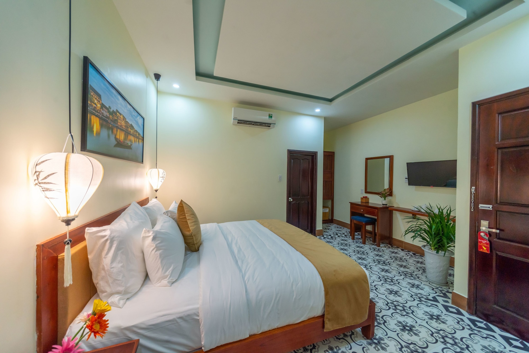 M2Luxe The Lake Hoian, Hội An