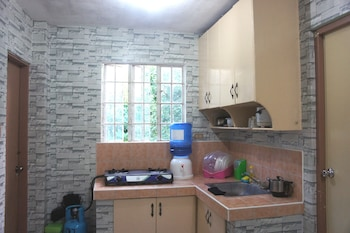 CAPITOL BACKPACKERS APARTMENT - HOSTEL Shared Kitchen Facilities