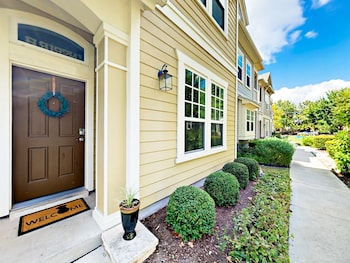 3900 Threadgill Townhome Unit 5 3 Bedrooms 2.5 Bathrooms Townhouse