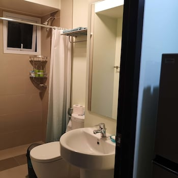 ABREEZA PLACE DAVAO CONDO Bathroom