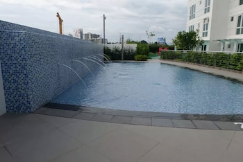 ABREEZA PLACE DAVAO CONDO Outdoor Pool
