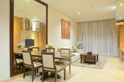 Elegant Four Winds Apartment with Infinity Pool Facility, Jakarta Selatan
