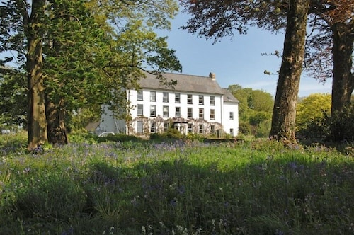 . Cuffern Manor