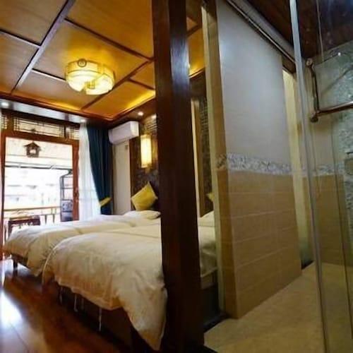 Qilin Inn, Xiangxi Tujia and Miao