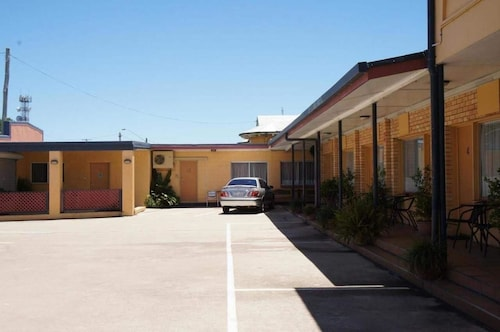 . Ayrline Motel