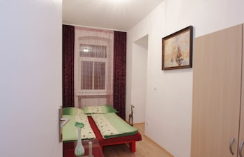 Basic Apartment, 3 Bedrooms, City View