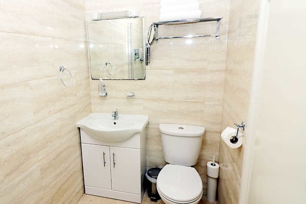 Basic Double Room, 1 Double Bed, Non Smoking, Shared Bathroom (Basement)