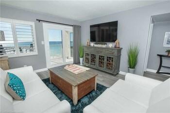 Holiday Surf & Racquet 402 2 Bedrooms 2 Bathrooms Condo