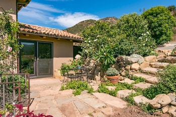 Lush Mountain Drive Home 3 Bedrooms 2.5 Bathrooms Home