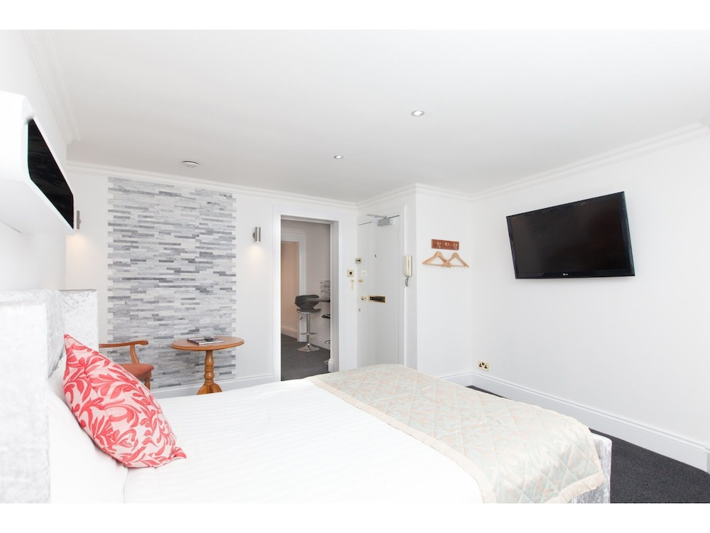 Leith Walk: Lovely Renovated Lower Flat W/parking