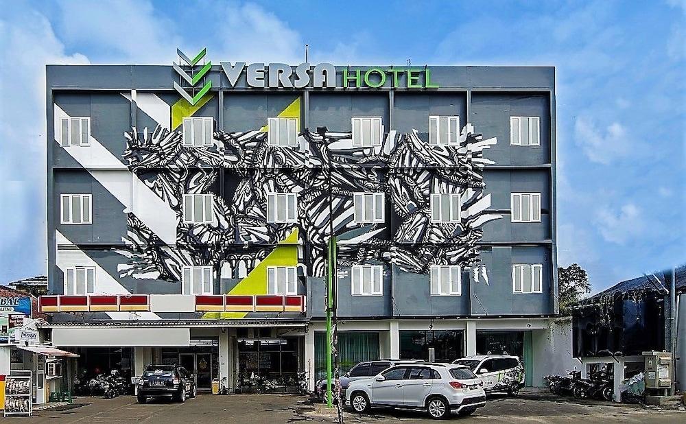 Versa Hotel Bekasi