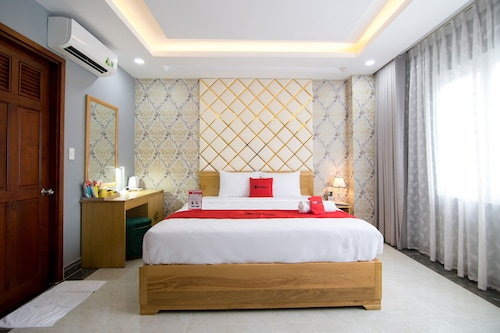 RedDoorz Plus near Tan Son Nhat Airport 2, Tân Bình