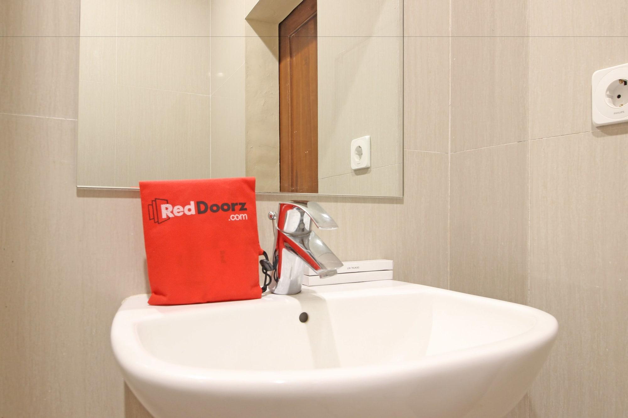 RedDoorz Premium near Solo Grand Mall, Solo