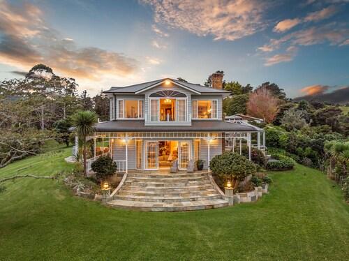 . Matauwhi Bay Manor