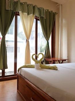 QUEEN ELENA HOTEL - HOSTEL Featured Image
