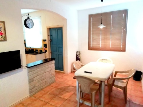 Apartment With 3 Bedrooms in Morcellement Jhuboo, With Enclosed Garden,