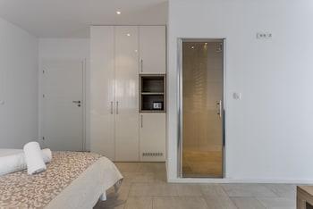 Comfort Room, Balcony, Partial Sea View
