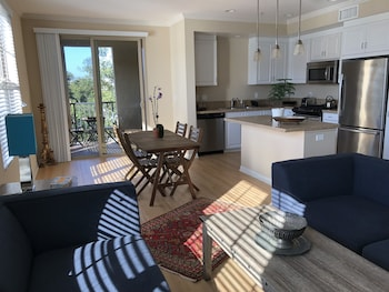 2 Bedroom Luxury Apt in Spectrum Irvine