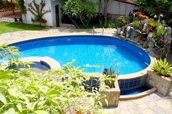 CARASUCHI VILLA Outdoor Pool