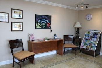 Lobby Sitting Area at Magic Key Resort in Kissimmee