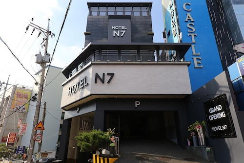 N7 Hotel, Dong