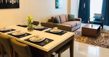 CONDO APARTMENT IN MACTAN NEWTOWN In-Room Dining
