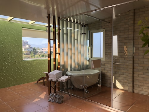 Dream House - Bathtub Massage Chair Homestay, Yilan