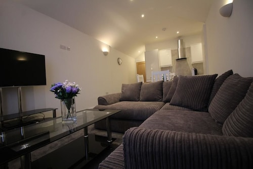 Exquisite 1 Bed Apartment near Heathrow, Surrey