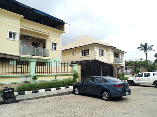 . Link Majestic B2 Suites and Hotel